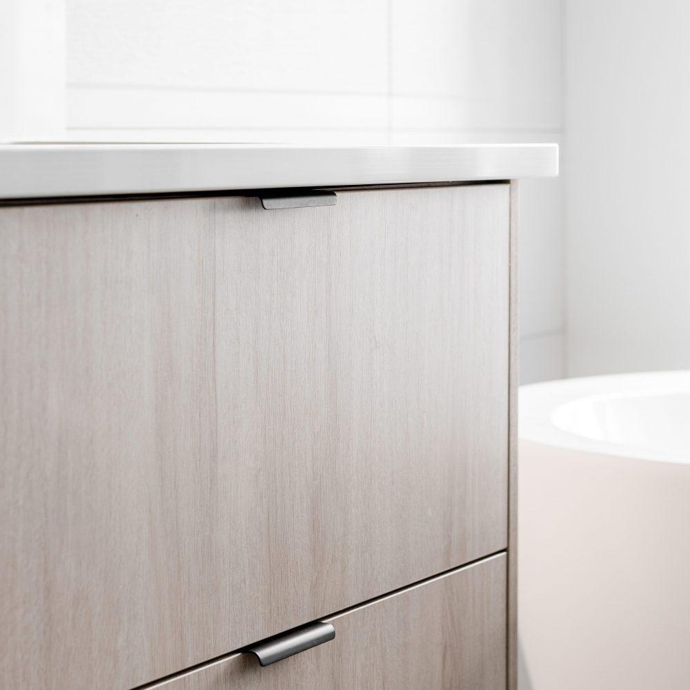 Cabico Custom Cabinets - Projet salle de bain 2 The Lookout - vue côté droit