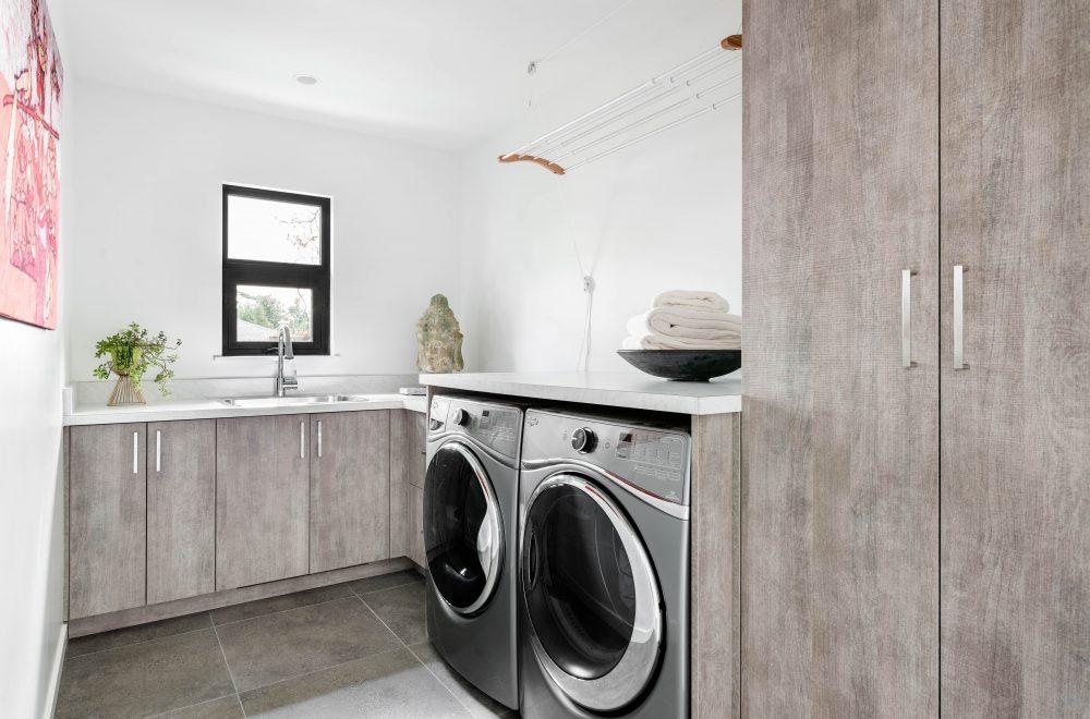 Cabico Custom Cabinets - Projet salle de lavage 10 Mile Point - vue d'ensemble