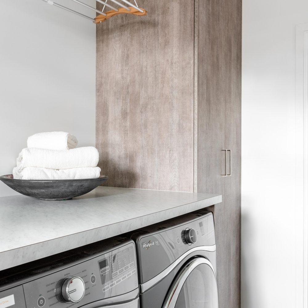 Cabico Custom Cabinets - Projet salle de lavage 10 Mile Point - vue rapprochée