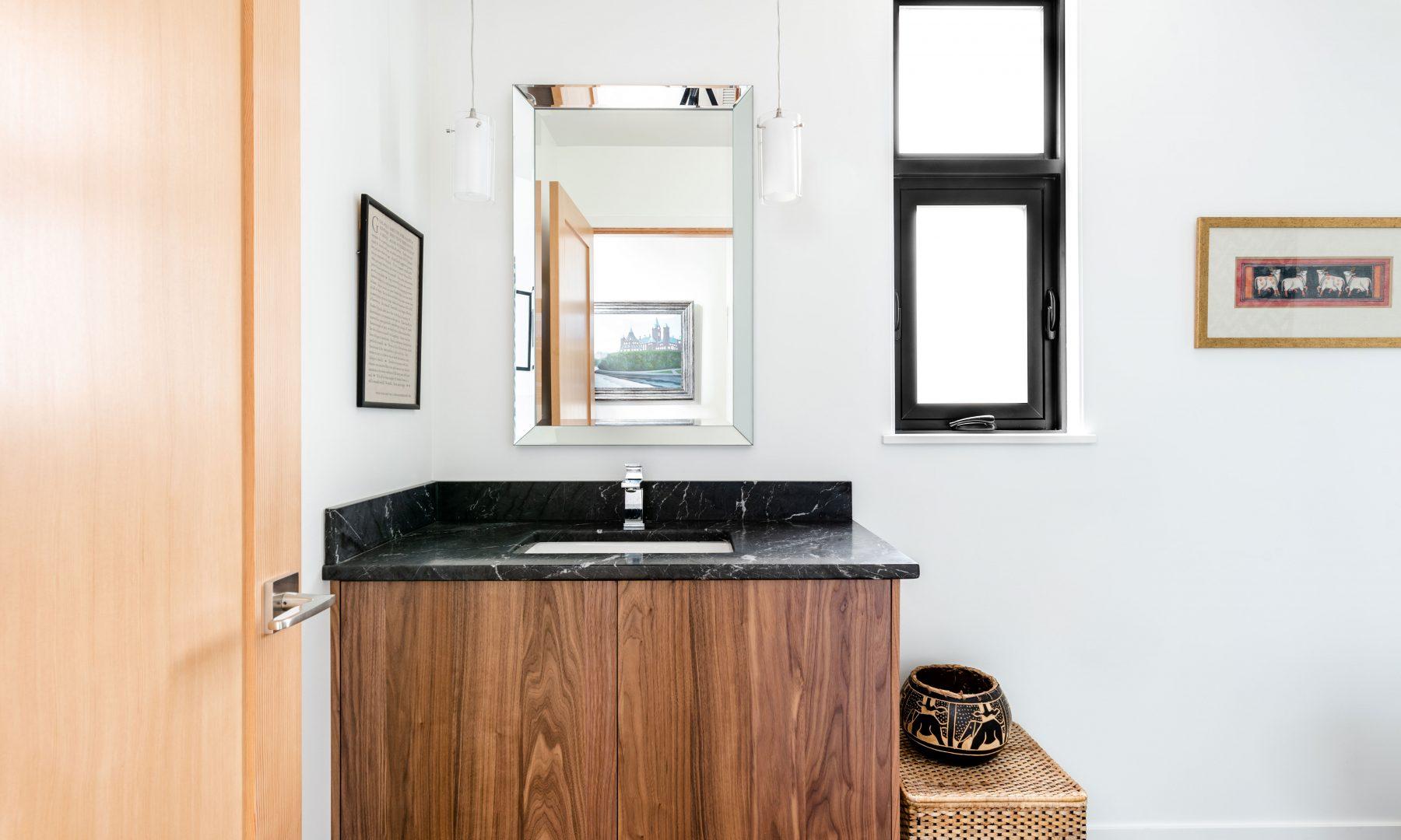 Cabico Custom Cabinets - Projet salle de bain 10 Mile Point - vue d'ensemble
