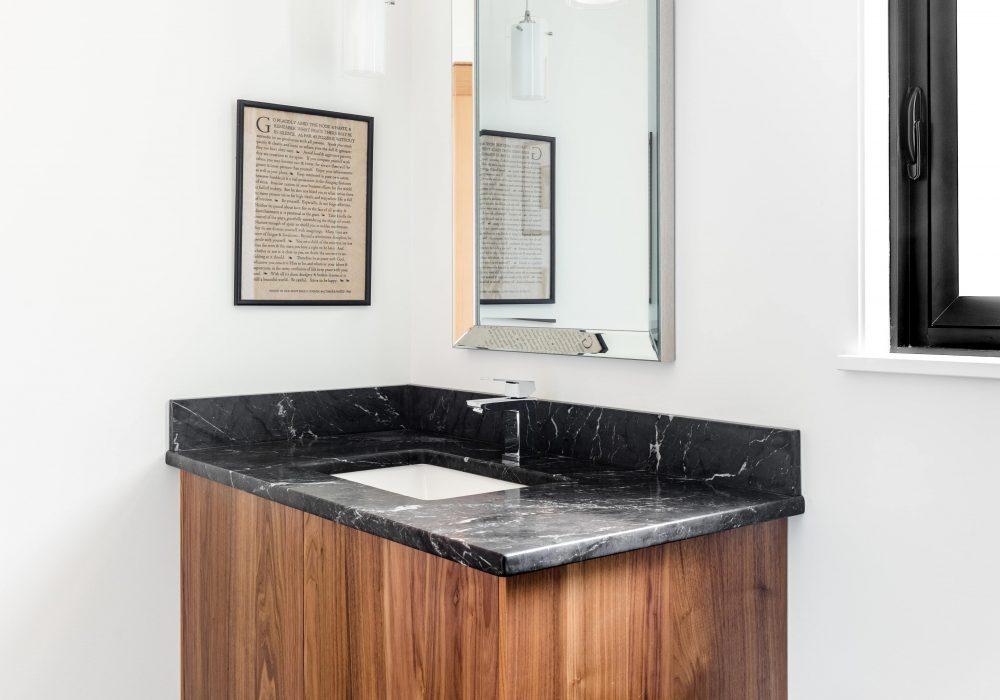 Cabico Custom Cabinets - Projet salle de bain 10 Mile Point - vue d'ensemble rapprochée