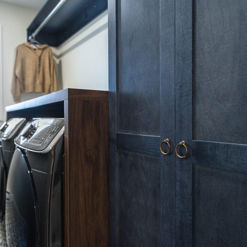 Cabico Custom Cabinets - Projet salle de lavage Farmhouse - vue du côté gauche