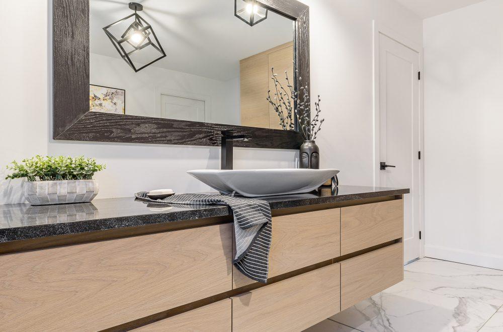 Cabico Custom Cabinets - Projet salle de bain Greenwood - vue d'ensemble