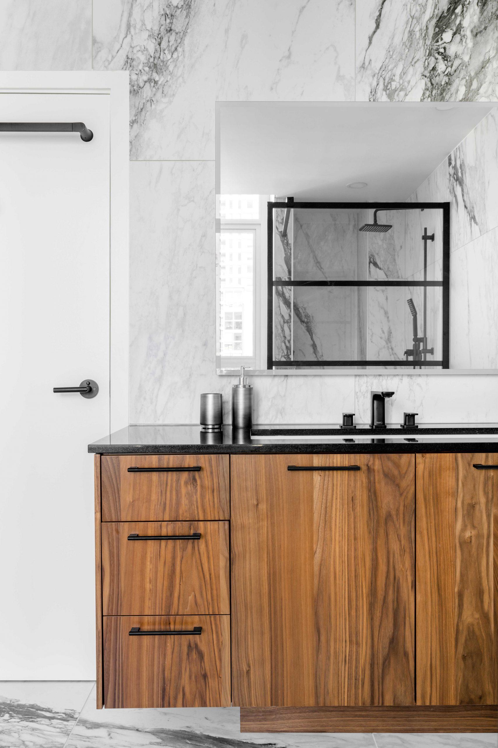 Cabico Custom Cabinets - Projet salle de bain Drake - vue sur les cabinets