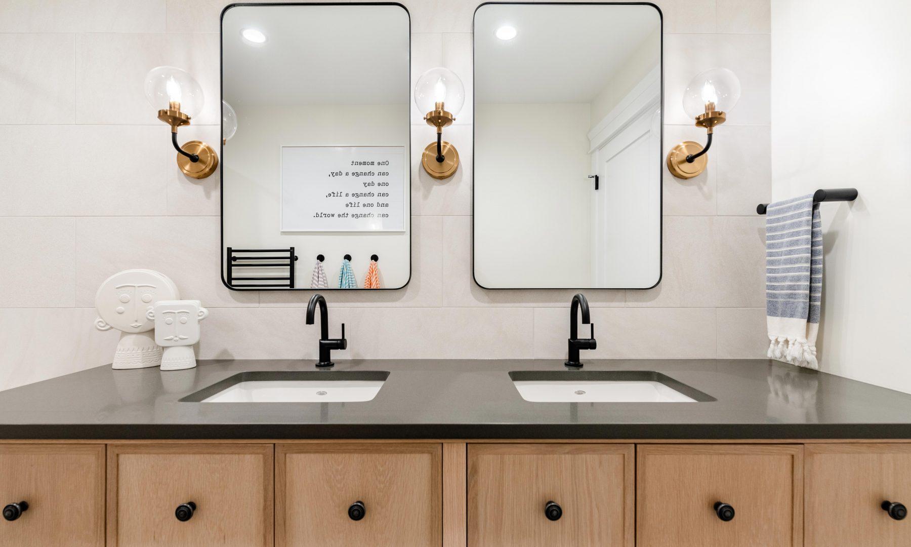 Cabico Custom Cabinets - Projet salle de bain Oak Bay Village - vue d'ensemble
