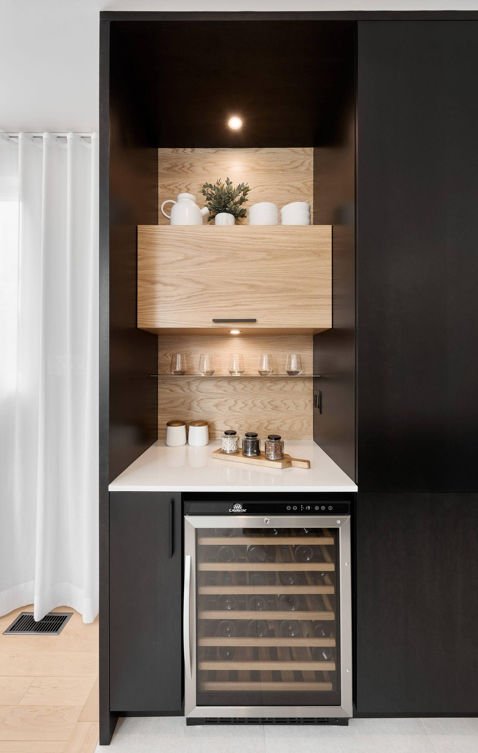 Cabico Custom Cabinets - Projet cuisine Barcelona - vue de l'espace cellier