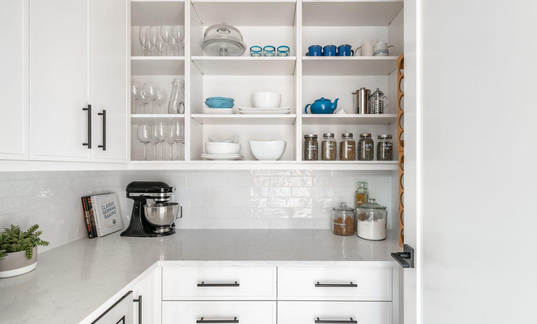 Cabico Custom Cabinets - Projet pantry Oak Bay Village - vue d'ensemble
