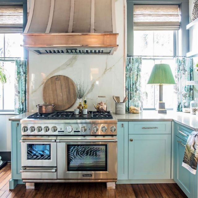 A pop of copper. . Playful kitchen with creative solutions designed by @lisamendedesign. . Hood: @thompsontraders Appliances: @thermadorhome Photo: @kelliboydphotography . Cabinetry: Unique Series Frameless Custom color on  maple,  325/K door style . . . #CabicoCabinetry #HelloCabico #CustomKitchens #CustomCabinets #CustomCabinetry #CustomCabinetryDesign #CabinetGoals #KitchenCabinets #KitchenInspiration #KitchenInspo #KitchenDesign