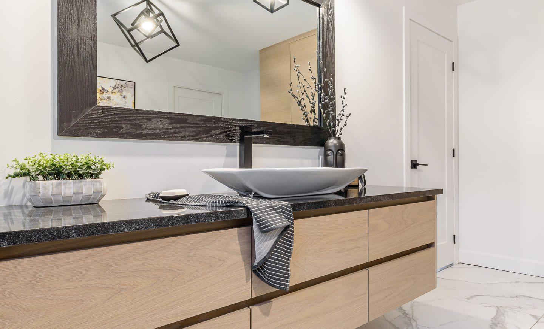 Cabico_Unique_Custom_Cabinets_Bathroom_116320_8