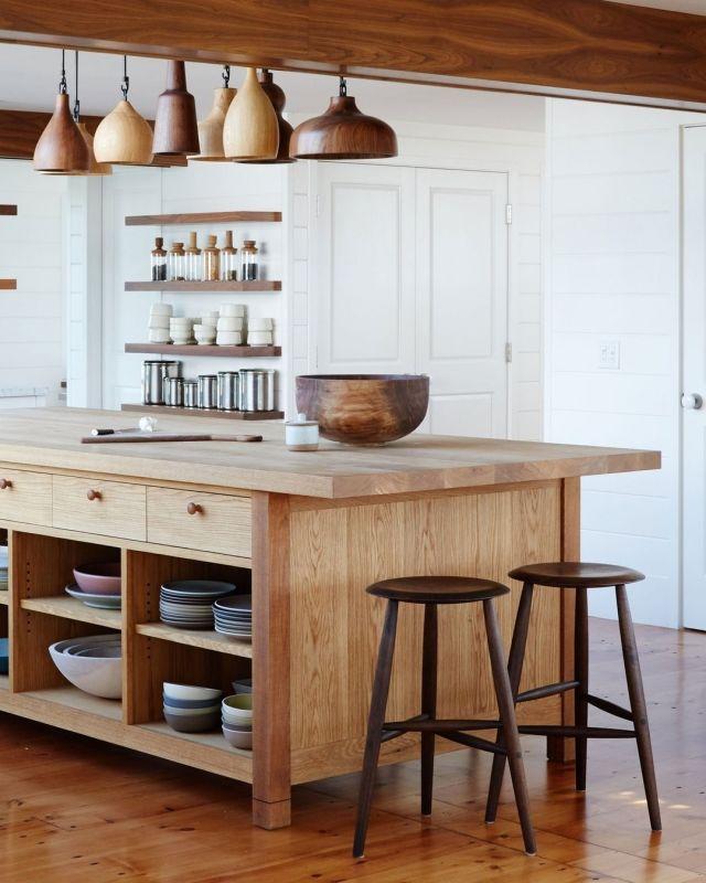 L'îlot sur pattes, en un mot : WOW ! On adore cette tendance!  L'îlot sur pattes est un concept qui se fait timidement (mais sûrement !) une place dans le domaine du design. Ce type d'îlot offre une légèreté à un espace cuisine qui peut parfois être très chargé. Petit plus : c'est un excellent moyen de présenter nos plus beaux accessoires de cuisine ;)  Images inspiration : @shelterprotectsyou & @nordic_design   Vous avez un projet en tête, cliquez ici pour plus d'inspirations : https://cabico.com/fr/quebec-city/  #cabicocabinetry #kitchenislanddesign #kitchenisland #inspiration #customcabinetry #armoiressurmesure #ilotdecuisine #design #designdetails #originaldesign